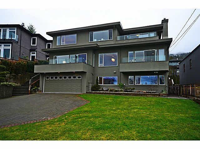 2557 LAWSON Avenue, West Vancouver, BC, V7V 2G1 Photo 1