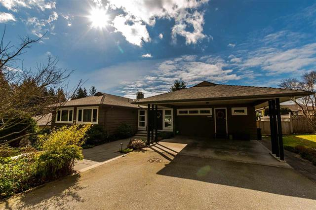 423 VIENNA Crescent, North Vancouver, BC, V7N 3B3 Photo 1